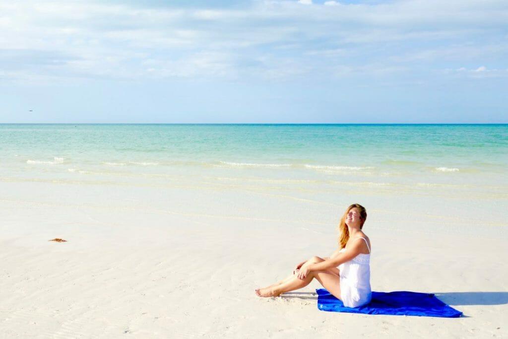 Backpackkit microvezel handdoek op het strand